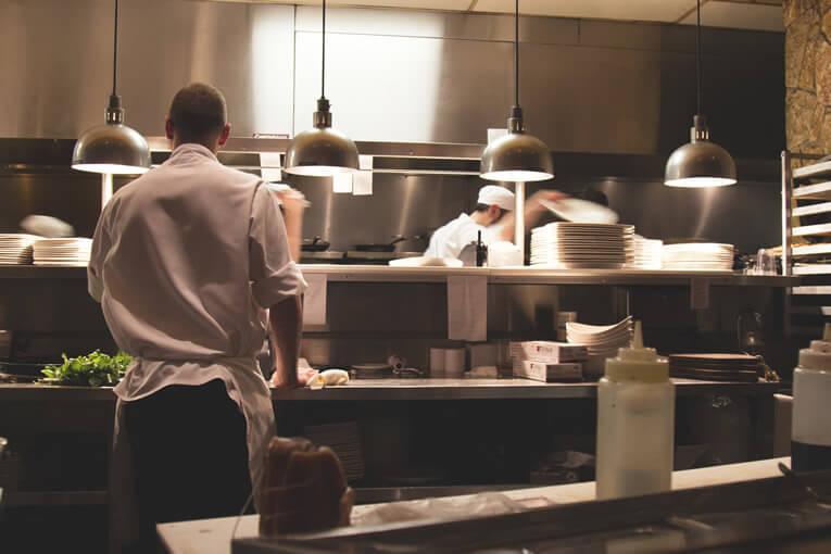 Credenza Per Ristorante : Come pulire la cucina di un ristorante? amedics professional